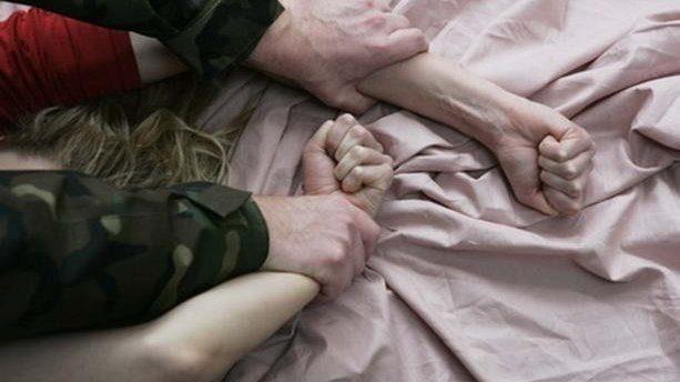 Житель Теленешт регулярно насиловал несовершеннолетнюю дочь своей сожительницы