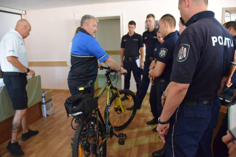 Осенью полицейские Молдовы «оседлают» велосипеды