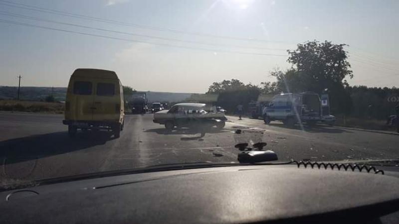 В серьезном ДТП вблизи Дэнчень пострадали три человека