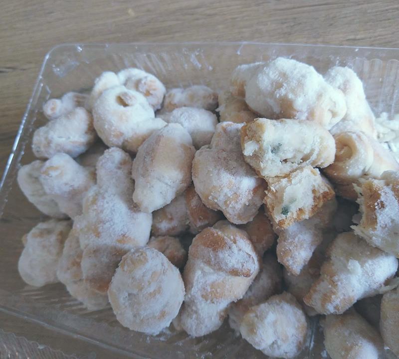 Черствое печенье с плесенью отбило аппетит у жителя столицы (ФОТО)