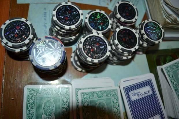 Карты, деньги, алкоголь: запрещенные предметы найдены в оргеевском пенитенциаре (ФОТО)