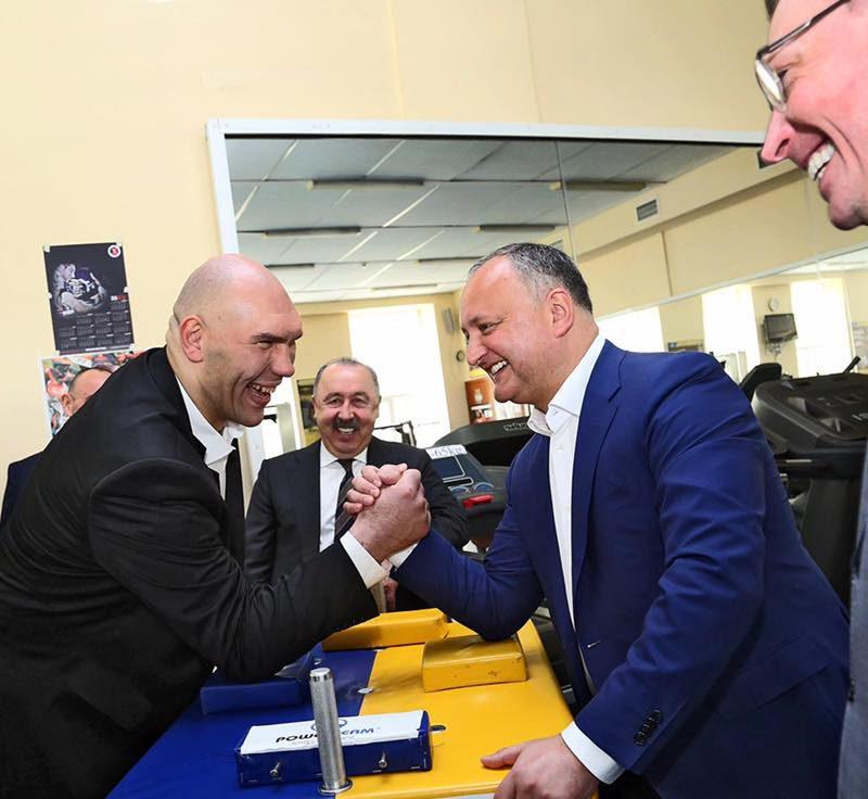 Игорь Додон поздравил Николая Валуева с днем рождения