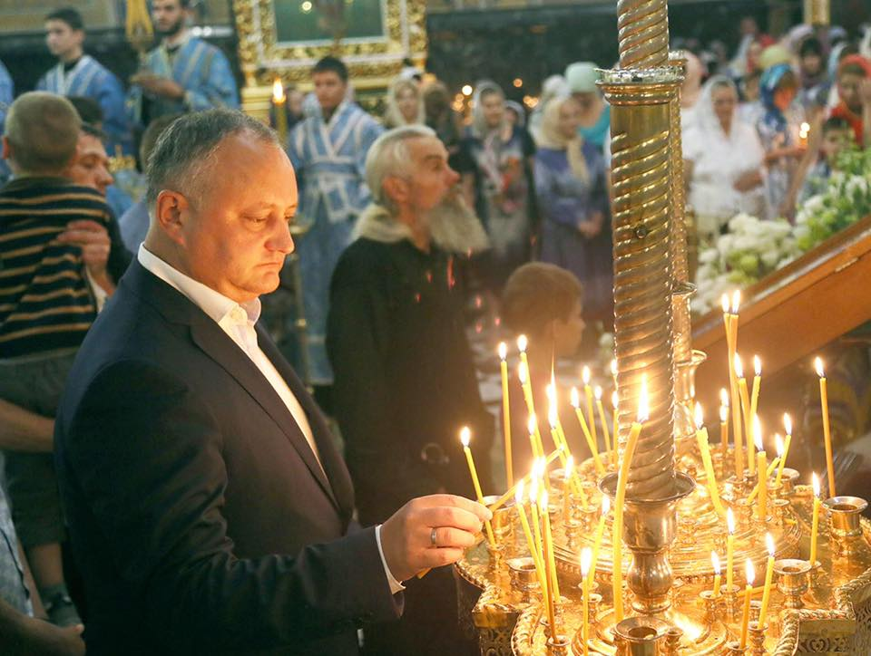 Додон поздравил жителей Молдовы с праздником Успения Святой Богородицы
