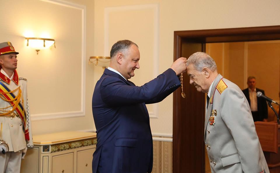 Священнослужители, врачи, спортсмены и члены ОКК получили высшие награды из рук президента (ФОТО, ВИДЕО)