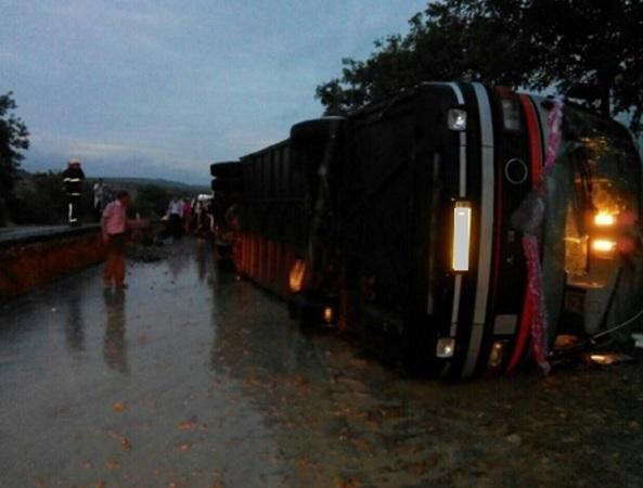 Автобус с 40 пассажирами перевернулся в Кэлэрашском районе
