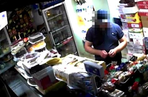 Полицейский в Чадыр-Лунге вымогал деньги, продукты питания и сигареты в обмен на молчание (ВИДЕО)