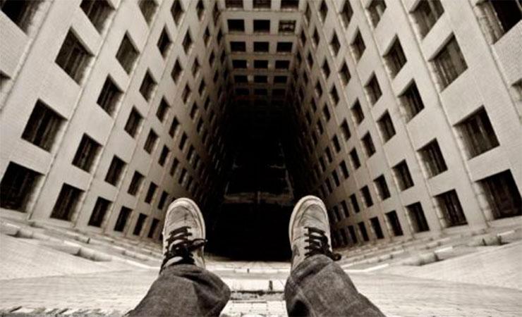 В Кишиневе мужчина разбился насмерть после падения с 8 этажа