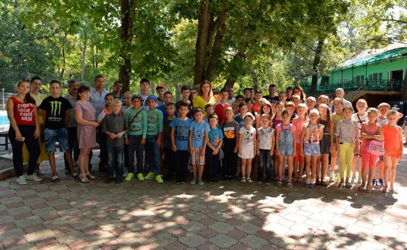 40 детей из малоимущих семей отдохнут в лагере благодаря фонду первой леди