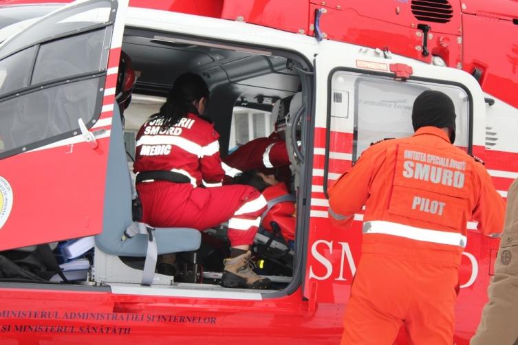 16-летнего подростка в коме после ДТП доставили в Кишинев на вертолете