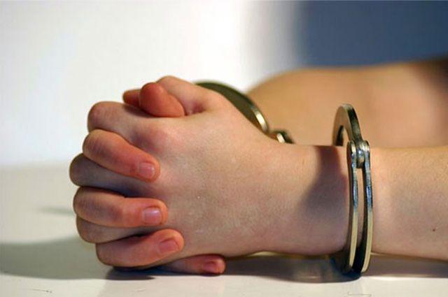 Изрезавшая ножом собственных детей женщина арестована на 30 суток