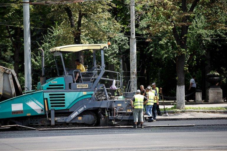 В примэрии обещают в августе завершить ремонт бульвара Штефана чел Маре