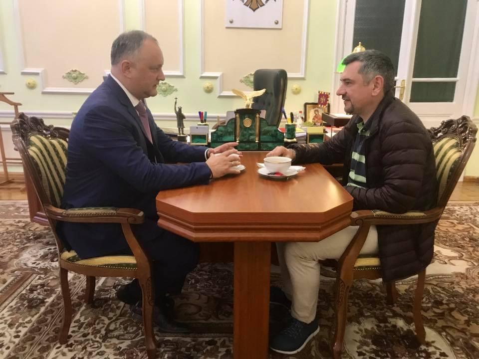 Игорь Додон поздравил Виорела Бологана с победой на Чемпионате мира по быстрым шахматам