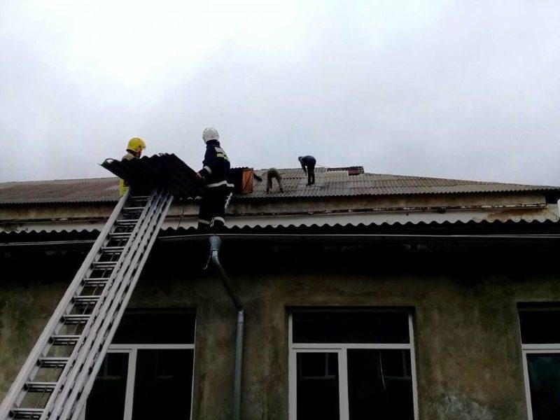 Спасатели помогли жителям севера Молдовы устранить последствия стихии (ФОТО)