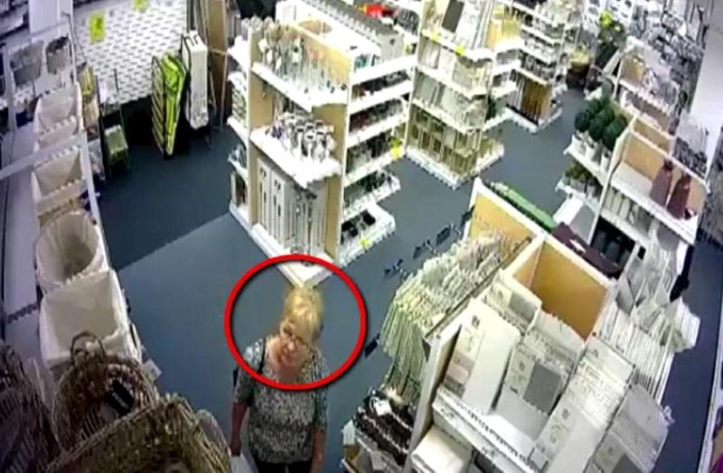 Жительница столицы присвоила себе забытый другим покупателем мобильный телефон (ВИДЕО)
