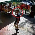 Воровство мобильного телефона средь бела дня в столице попало на видео