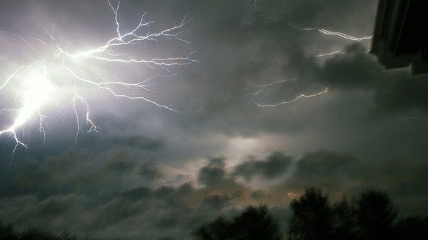Объявлен желтый код метеоопасности: в ближайшие часы Молдову накроют грозы