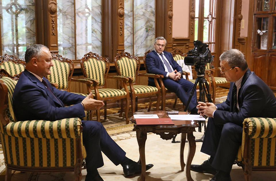 """Глава государства дал интервью ранее выдворенному из Молдовы главреду """"АиФ"""""""