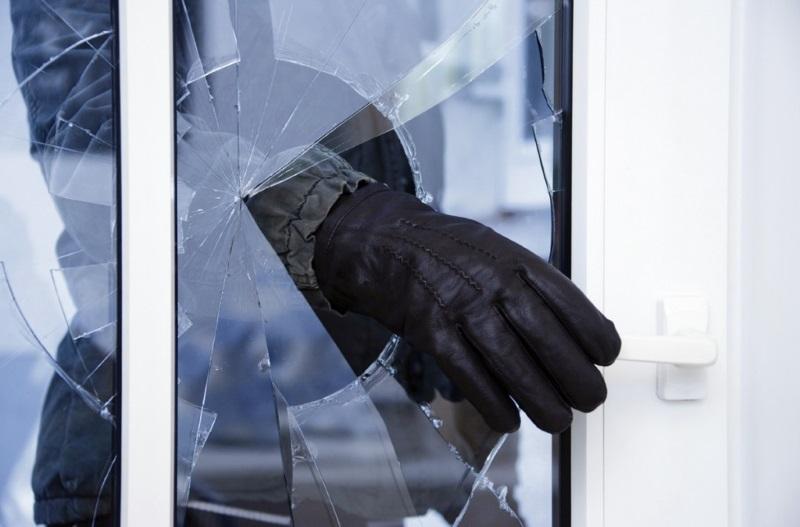 В преддверии новогодних праздников полиция поделилась, как не стать жертвой домушников (ВИДЕО)