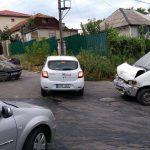В Кишиневе при ДТП перевернулся автомобиль, госпитализированы двое (ВИДЕО)