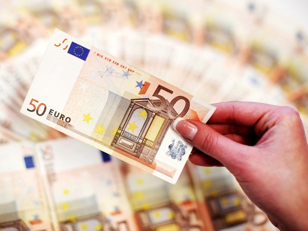 Курс валют на вторник: евро продолжает расти