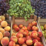 Цены на некоторые овощи на рынках Кишинева снизились, а на фрукты - выросли