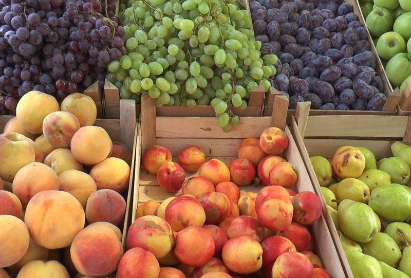 Цены на некоторые овощи на рынках Кишинева снизились, а на фрукты — выросли