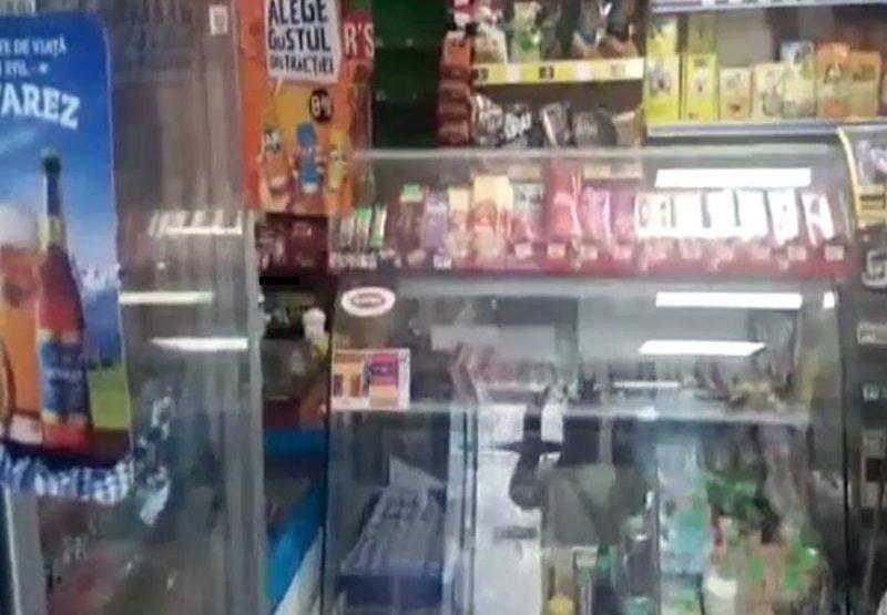 Просрочку и ряд нарушений обнаружила полиция в столичном магазине (ВИДЕО)