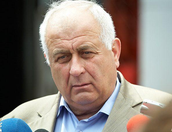 Подчиненные Георгия Моргоча требуют отправить его в отставку (DOC)