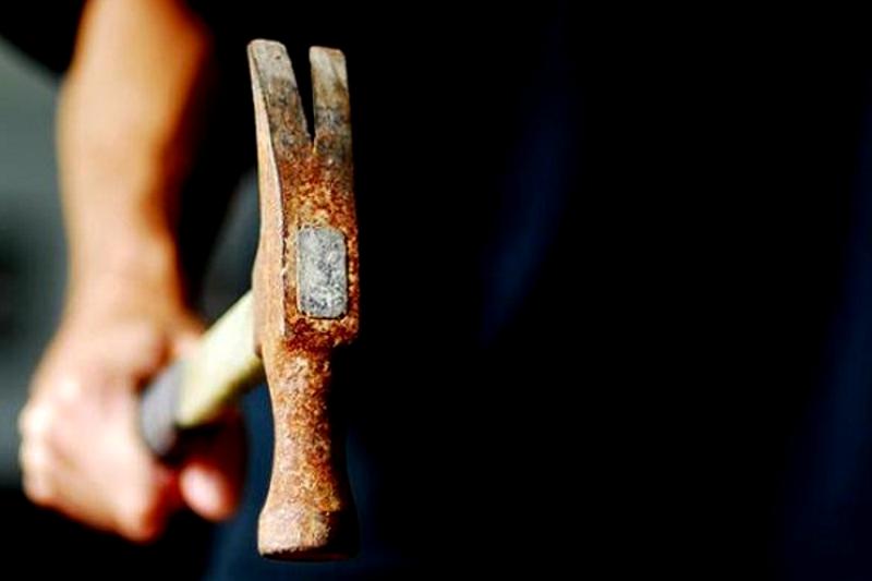 Пожилой мужчина напал с молотком на своего соседа в Тирасполе