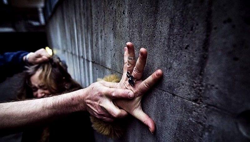 В столице мужчина избил и попытался изнасиловать возвращавшуюся домой девушку (ВИДЕО)