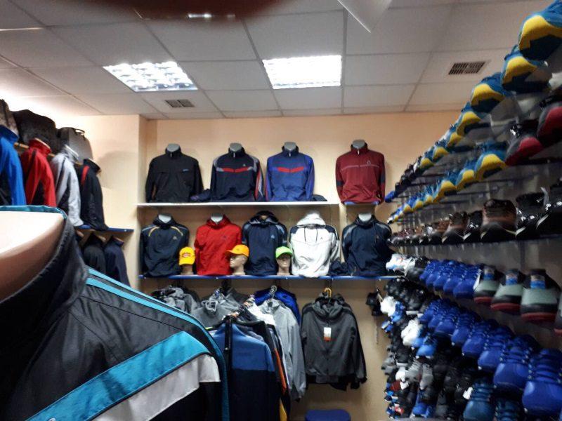 Несколько экономических агентов сбывали одежду и обувь, «прикрываясь» известными брендами (ФОТО)