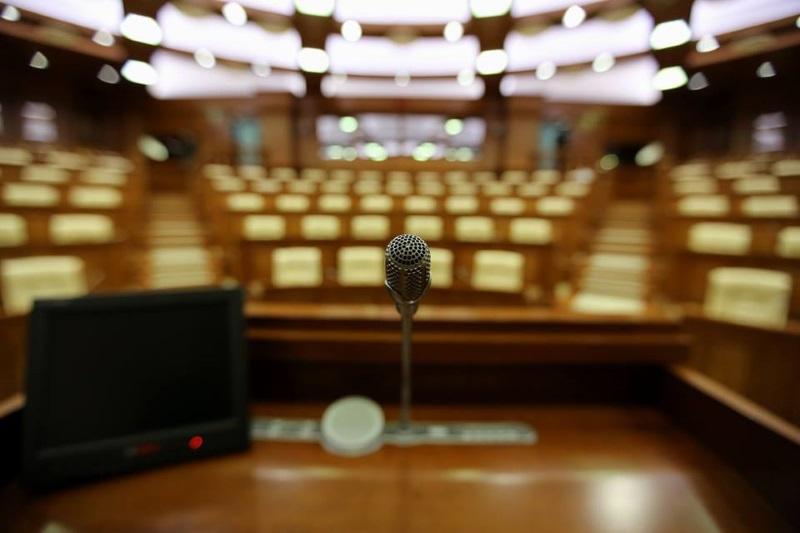 Заседание парламента завершено. Депутаты встретятся снова завтра