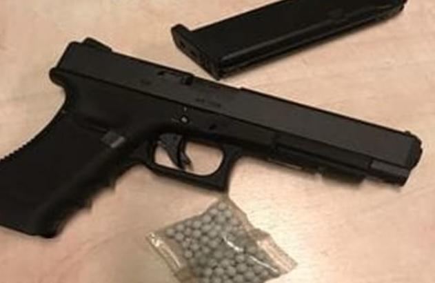 В Италии брошенный молдаванин пригрозил возлюбленной оружием и расправой