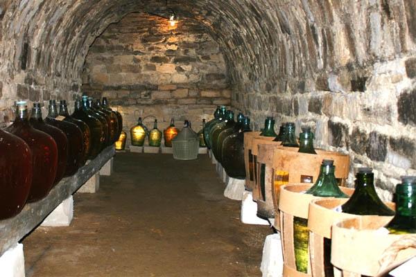 Бродящее вино погубило мужчину в Кагульском районе