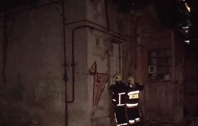 В заброшенном здании Кишинева произошел пожар (ВИДЕО)