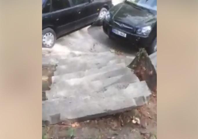 Ужасающее состояние кишиневских тротуаров показал депутат: Гробовщика Киртоакэ необходимо убрать! (ВИДЕО)