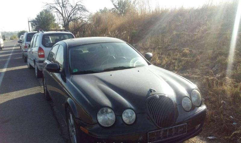 Молдаванин попытался вернуться на запрещенном автомобиле Jaguar, предоставив на него фальшивые документы (ФОТО)
