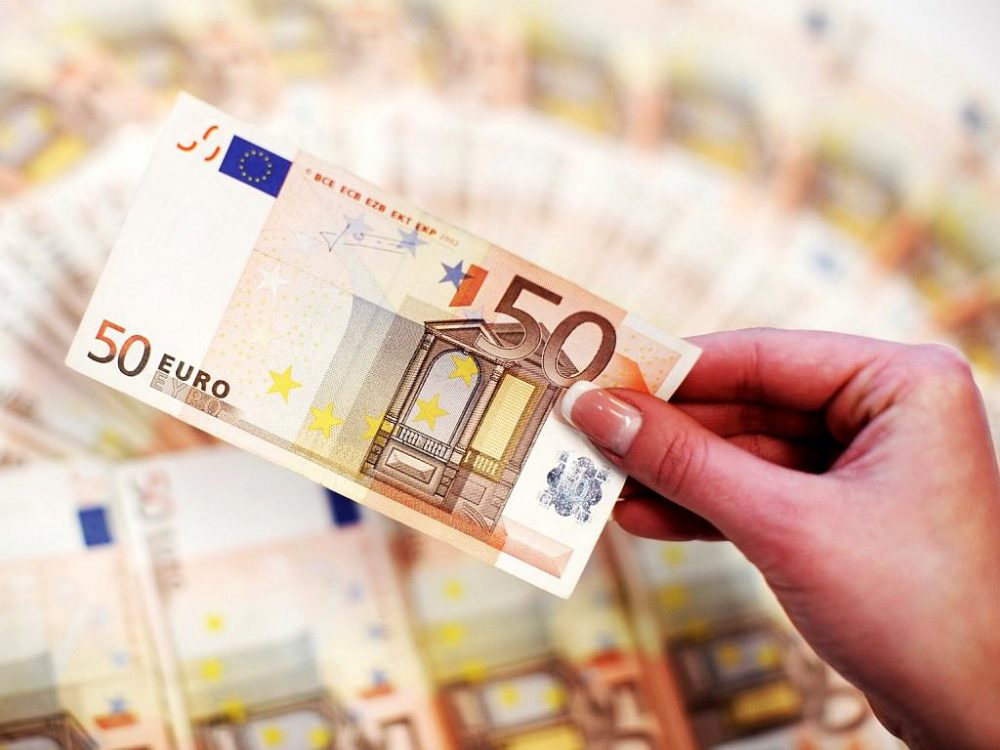Сколько будут стоить доллар и евро в первый понедельник августа