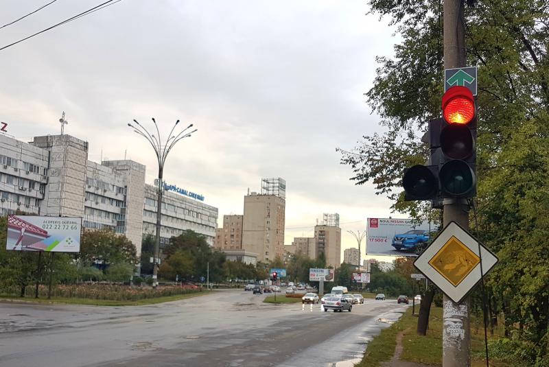 На ряде перекрестков Кишинева разрешили проезд «прямо» на красный свет
