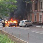 Неподалеку от здания Госрезиденции загорелась машина (ФОТО)