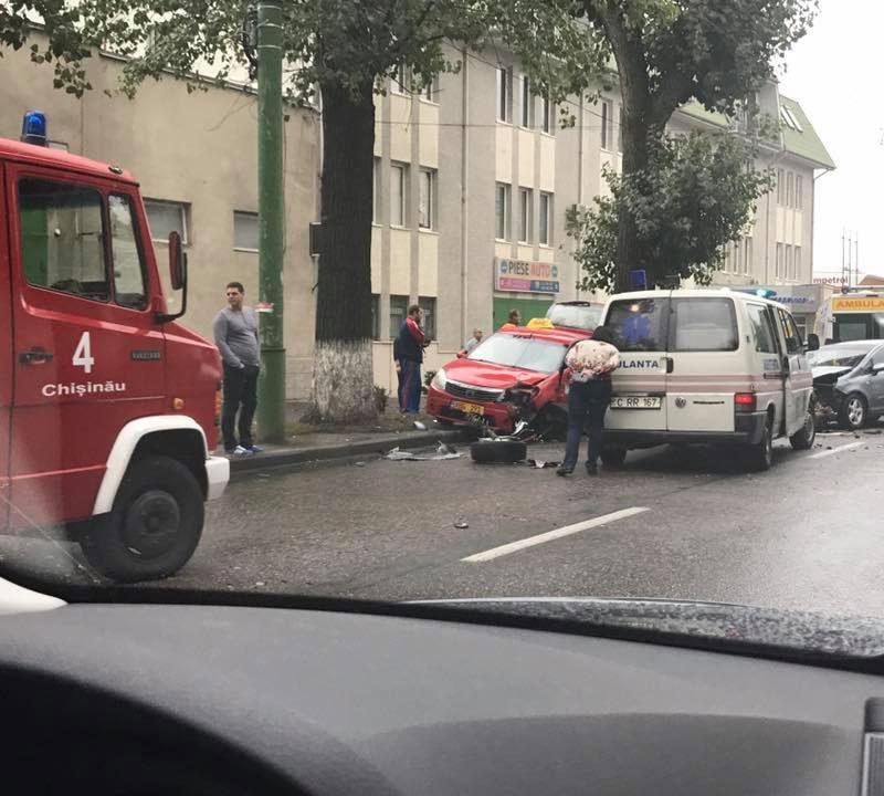 ДТП с участием такси в Кишиневе: один человек в больнице (ВИДЕО)