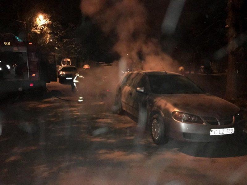 В Кишиневе за ночь сгорели три автомобиля (ФОТО)