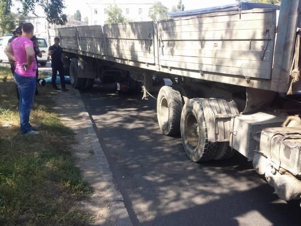 В Кишиневе скутерист погиб под колесами КамАЗа (ФОТО)