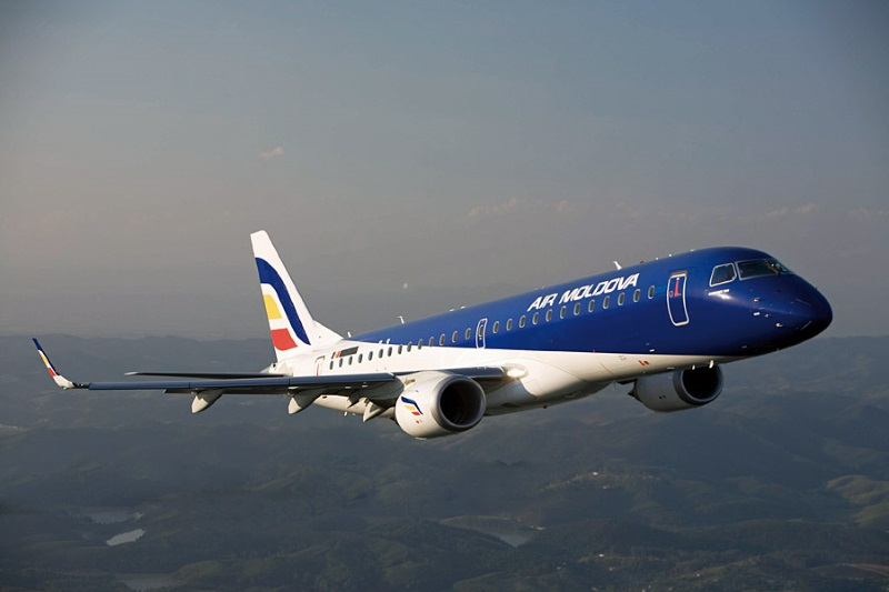 Авиационные власти РМ прокомментировали инцидент с треснувшим лобовым стеклом самолета AirMoldova