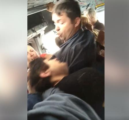 Драку женщин в кишиневской маршрутке сняли на видео