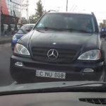 Наглый столичный водитель на Mercedes был найден и наказан полицией