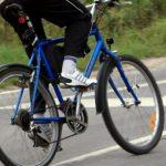 В Приднестровье на пешеходном переходе пожилой велосипедист сбил школьника