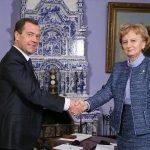 Глава ПСРМ Зинаида Гречаный поздравила Дмитрия Медведева с днем рождения