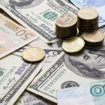 Курс валют: доллар и евро немного снизятся в цене