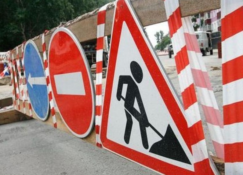 На каких улицах Кишинёва сегодня днем и ночью будет ограничено дорожное движение в связи с латанием дорог